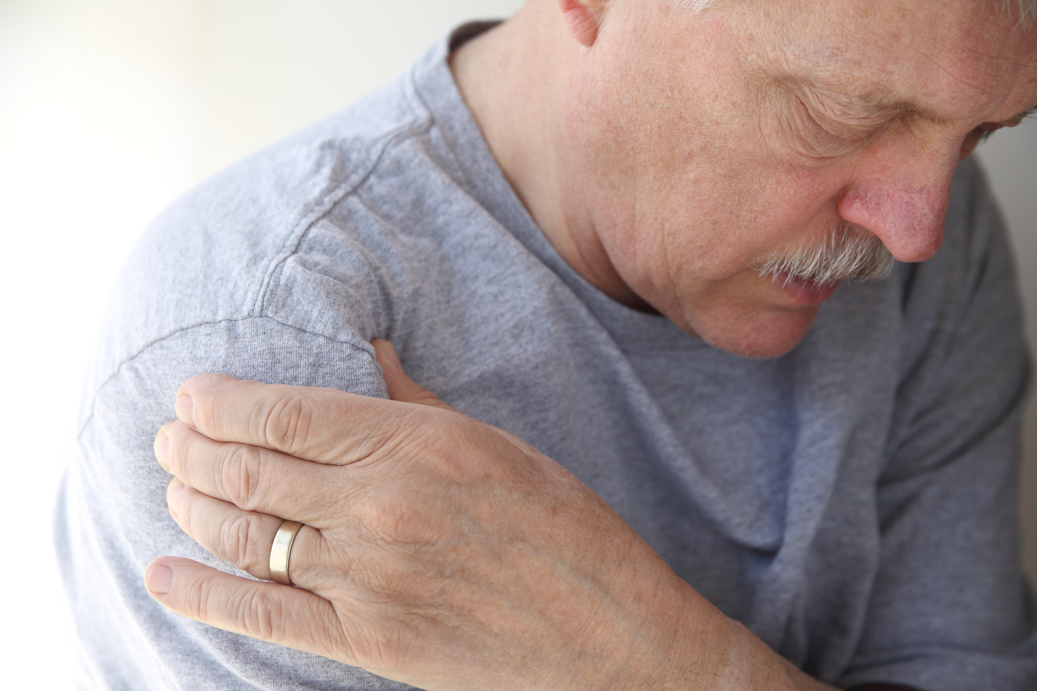 What is Rotator Cuff Injury? Feel pain when rotating arm or during any overhead activity, it could be rotator cuff injury. See best shoulder pain doctor at Pain Treatment Specialist who can help you treating pain.