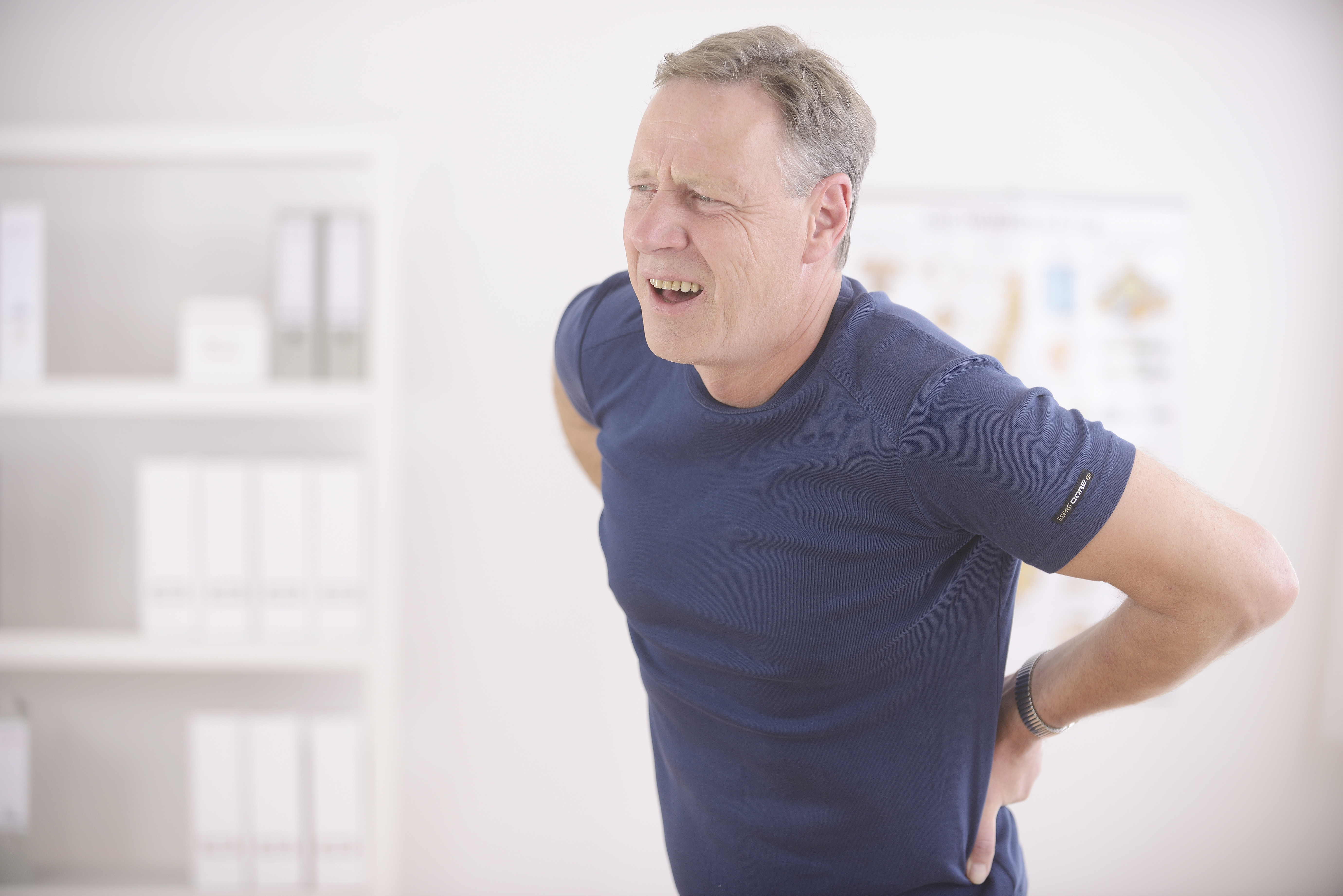 When do I need to see a doctor for back pain? Here are some warning signs when you need to see a doctor for back pain. Learn more about some serious conditions of back pain such as problems with your bowels or bladder, deformity of the spine etc. Read More!