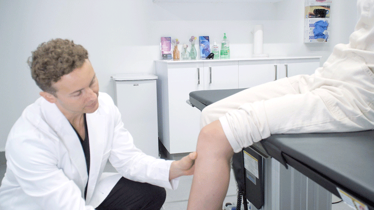 If you're searching for the best knee pain dr, then this Harvard medical group is for you. It uses the latest non-invasive treatments that avoid surgery.