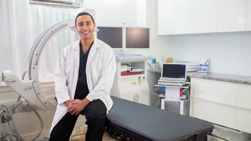 How a Sciatica Pain Doctor in Clifton Treats Sciatica Pain