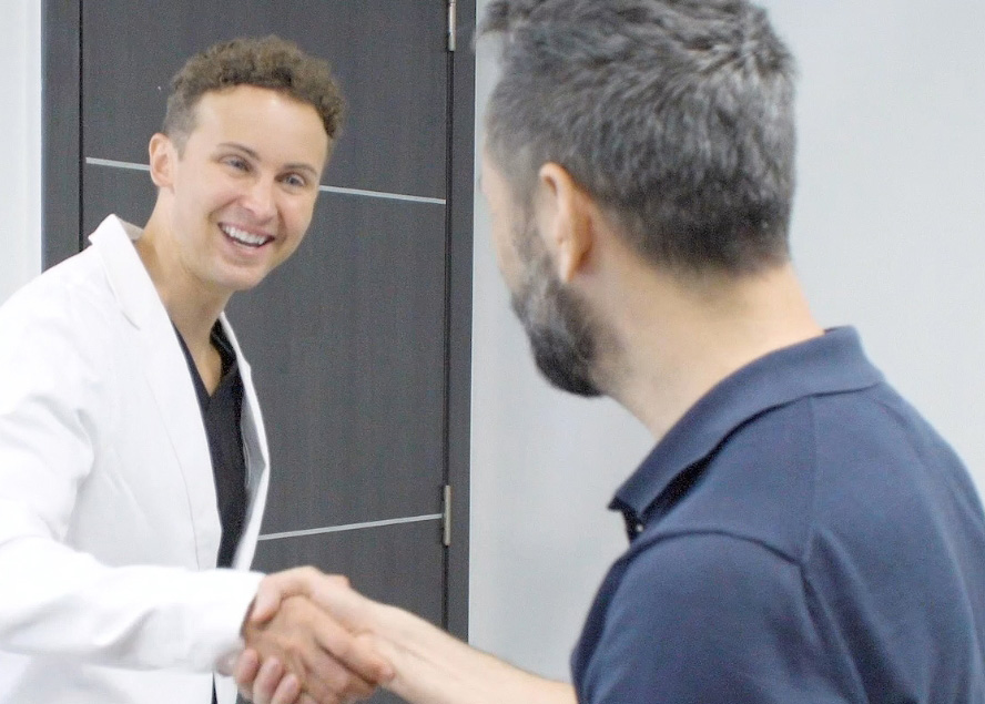 What kind of doctor deals with sciatica? At Pain Treatment Specialists, the best sciatica pain doctor near me, our pain doctors use minimally invasive back pain treatments for immediate pain relief. You don't need to visit an orthopedic surgeon for sciatica, as more conservative treatments are effective at providing long term back pain relief.